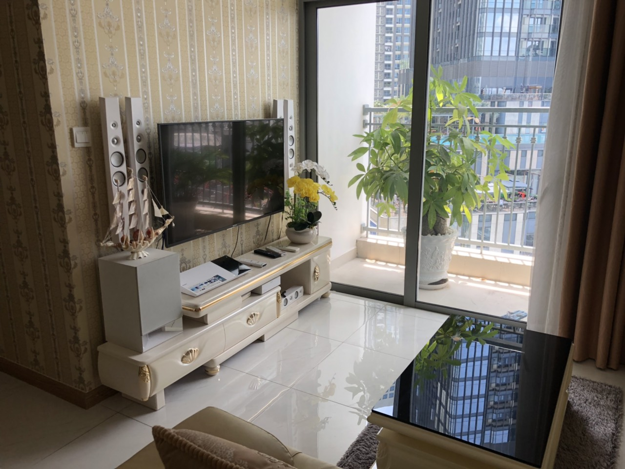 Vinhomes Central Park apartment for rent - 2 Bedrooms in Landmark 1 - 1400$